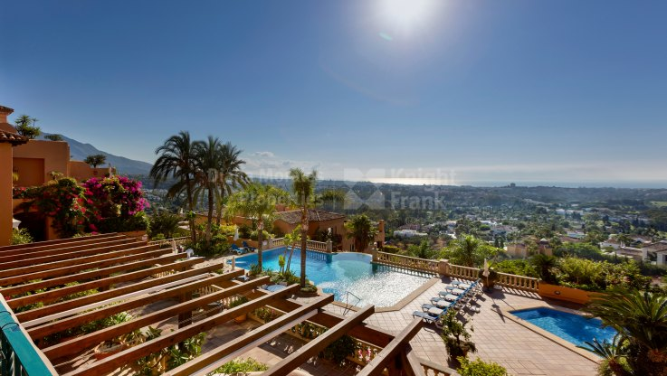 Los Belvederes, Spectacular duplex with sea views in gated community