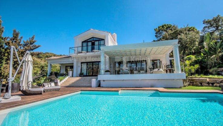 Frontline to the New Golf Course - Villa for sale in La Zagaleta, Benahavis