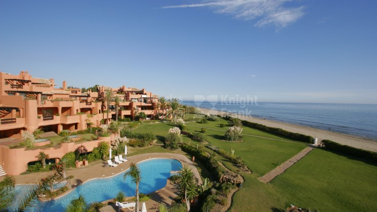 Waterfront Luxury - Duplex Penthouse for sale in La Reserva de los Monteros, Marbella East