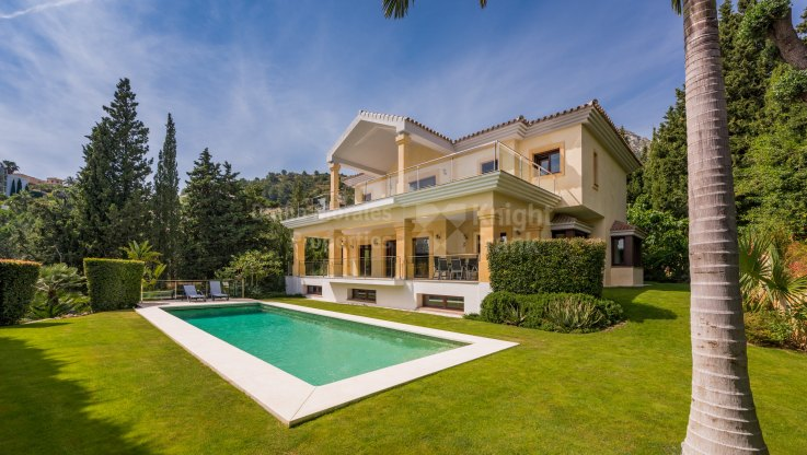 Cascada de Camojan, South Facing Villa in Gated Community