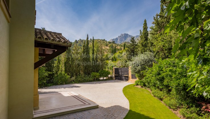 South Facing Villa in Gated Community - Villa for sale in Cascada de Camojan, Marbella Golden Mile