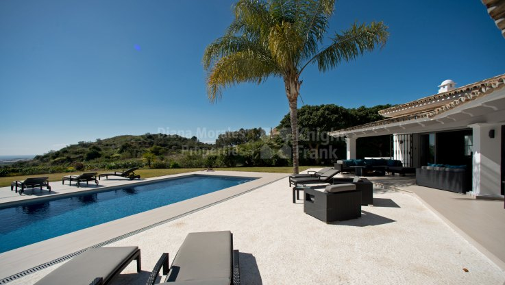 Stunning villa in the Golf Valley with sea views - Villa for sale in Vega del Colorado, Benahavis