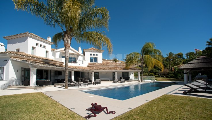 Vega del Colorado, Stunning villa in the Golf Valley with sea views