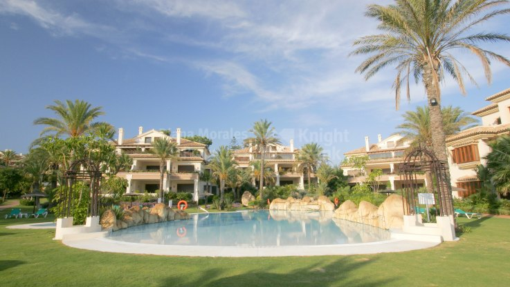 Elegant Apartment in First Line Beach Complex - Apartment for sale in Los Monteros Playa, Marbella East
