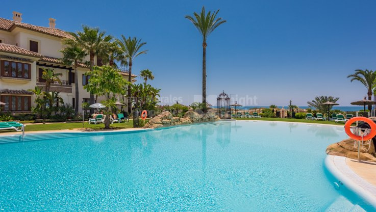 Los Monteros Playa, Elegant Apartment in First Line Beach Complex