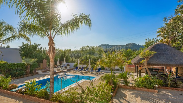 Los Picos, South Facing Villa in Gated Community
