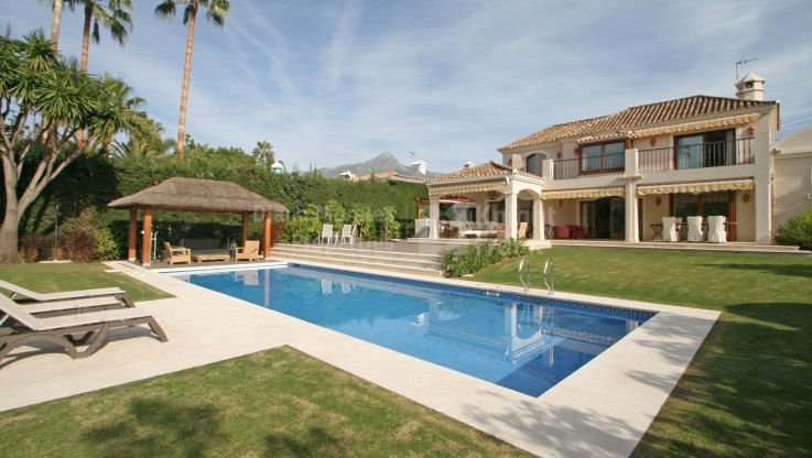 Renovated family villa frontline to Los Naranjos Golf
