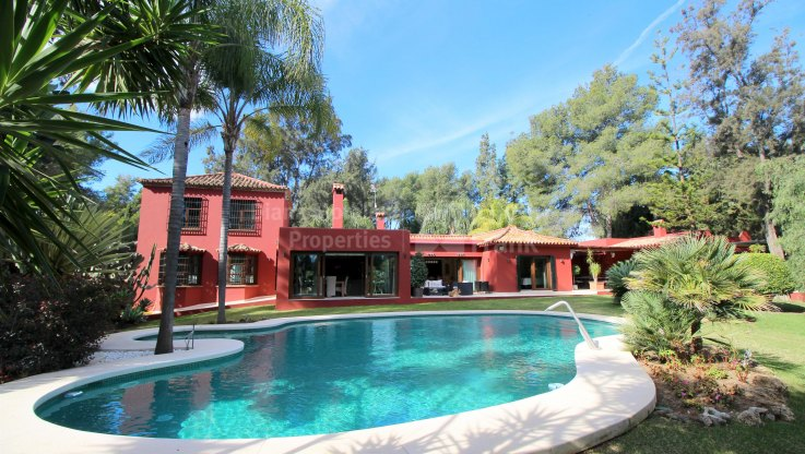 San Pedro de Alcantara, Cortijo Style Villa In Secluded Area