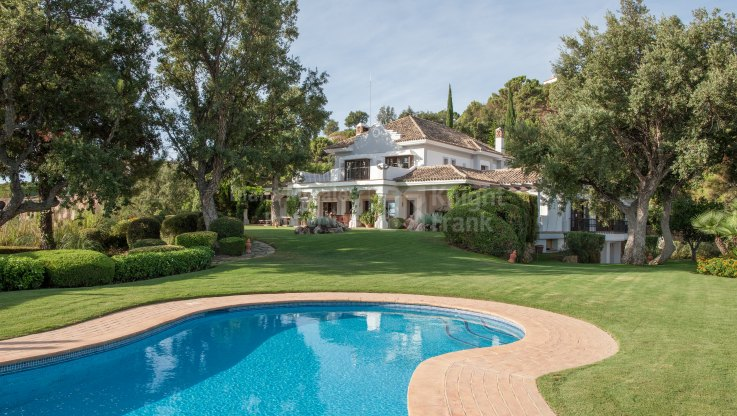 Magnificent Family Home in Exclusive Estate - Villa for sale in La Zagaleta, Benahavis