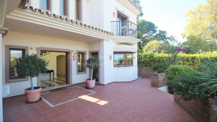 Lovely Villa With Sea and Golf Views - Villa for sale in Nueva Andalucia