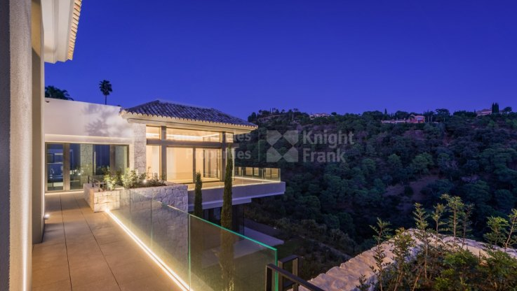 Stunning Villa With Panoramic Views - Villa for sale in La Zagaleta, Benahavis