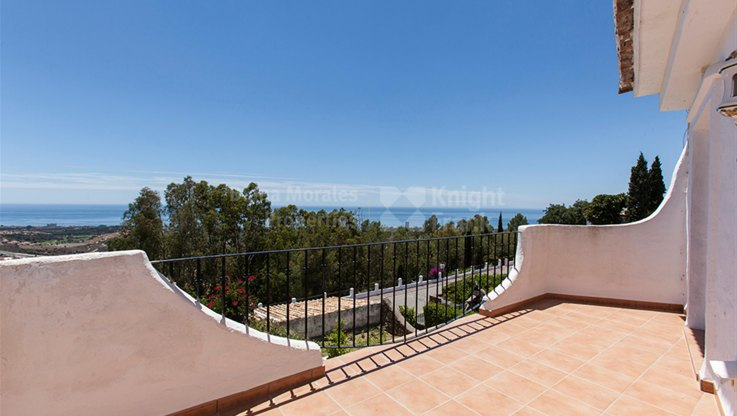 Panoramic views of the Coast - Town House for sale in Los Altos de los Monteros, Marbella East