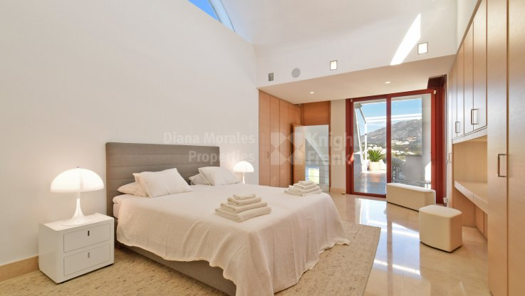 Contemporary living with views - Villa for sale in Nueva Andalucia