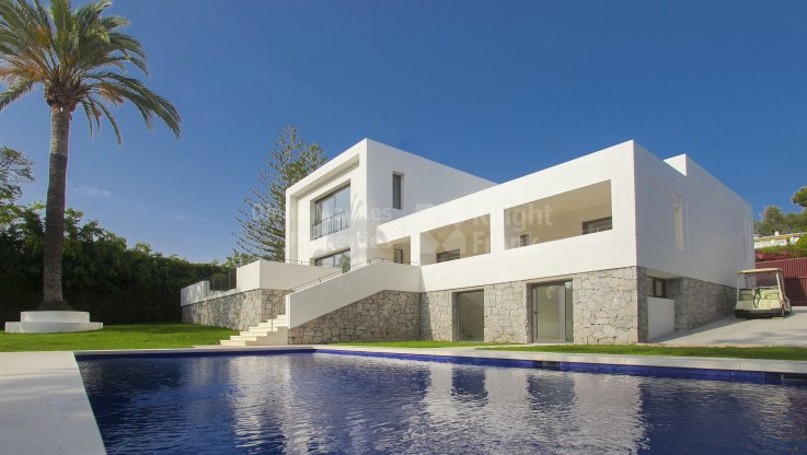 Modern frontline golf villa in Guadalmina Alta - Villa for sale in Guadalmina Alta, San Pedro de Alcantara