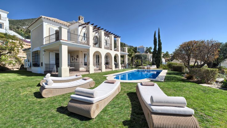 Sunny Villa with Coastal and Mountain Views - Villa for sale in Sierra Blanca Country Club, Istan
