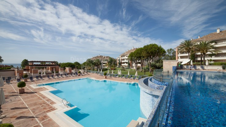 Marbella Golden Mile, Elegant Apartment Within Gated Community