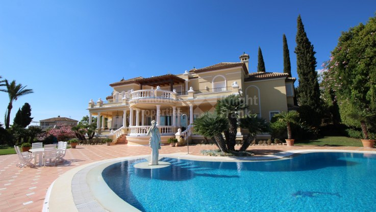Fine Residence with Mountain Views - Villa for sale in La Zagaleta, Benahavis