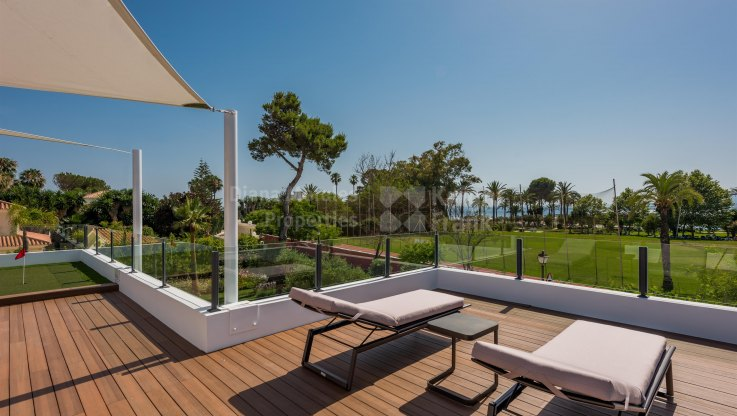 Casasola, Modern beachside villa with private mini golf