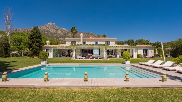 Marbella Hill Club, Elegant villa with sea views