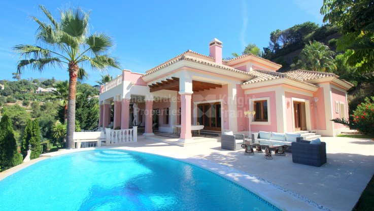 Benahavis, Elegant villa with sea views in La Zagaleta