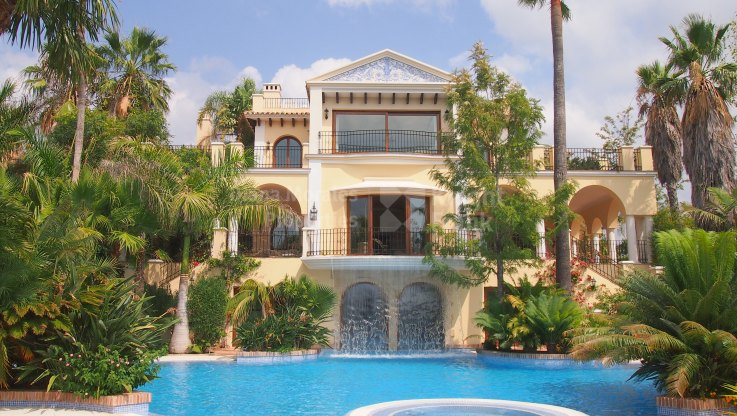 El Madroñal, Bewitching Estate with Sea Views