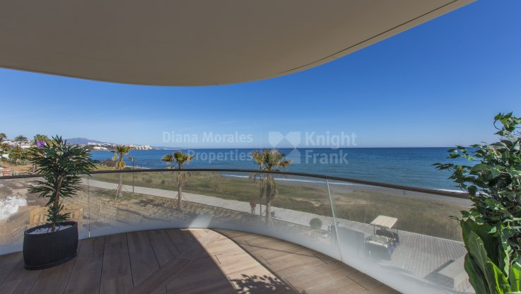Estepona Playa, New beachfront first floor apartment