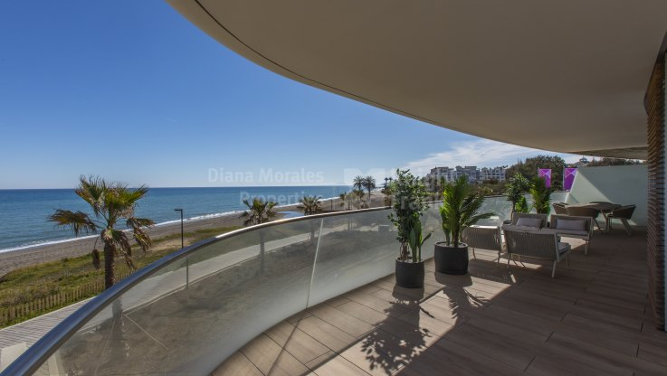 Estepona Playa, Beachfront Penthouse in New Development