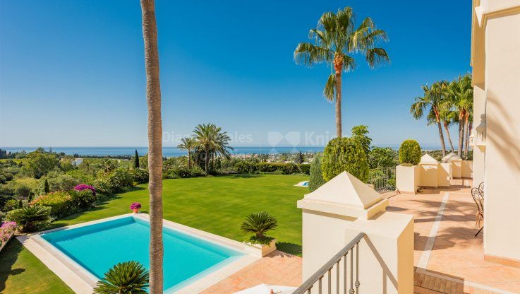 Elegant Residence With Panoramic Views - Villa for sale in Marbella Hill Club, Marbella Golden Mile