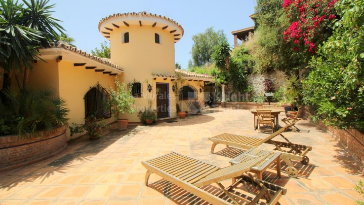 Marbella city, Charming Home with Separate Guest Houses