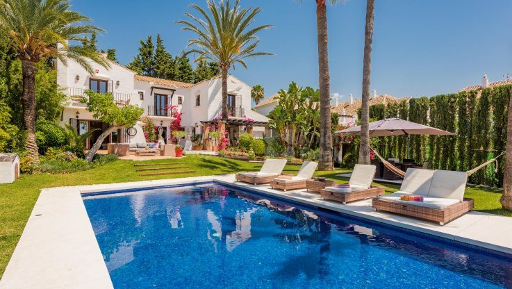 Nueva Andalucia, Villa in lovely setting