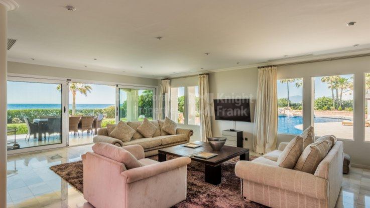 Stunning Beachfront Estate - Villa for sale in Las Chapas, Marbella East