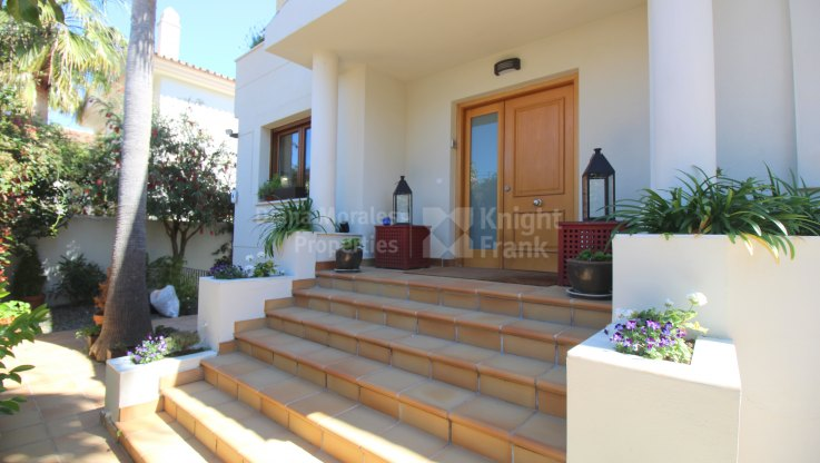 Familiar Beachside villa - Villa for sale in San Pedro Playa, San Pedro de Alcantara