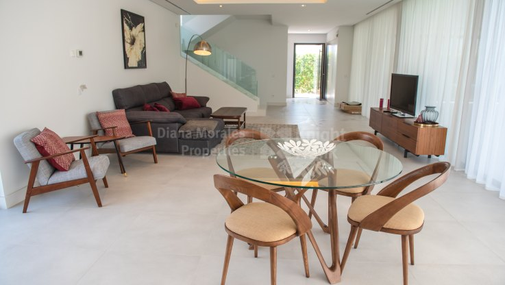 Newly Built Modern Style House - Villa for sale in La Alqueria, Benahavis