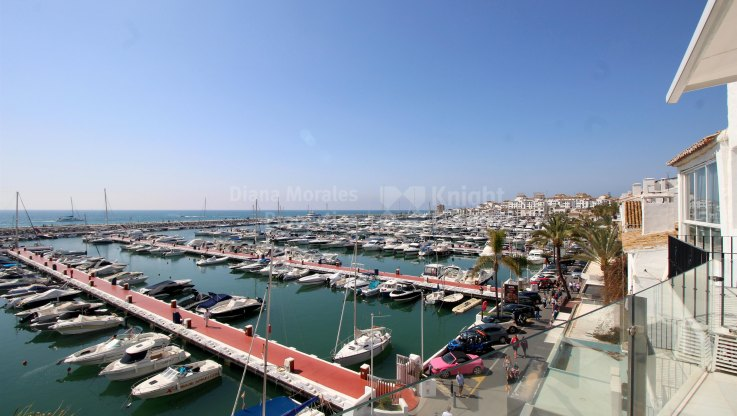 Frontline Apartment in the port with sea views - Apartment for sale in Marbella - Puerto Banus
