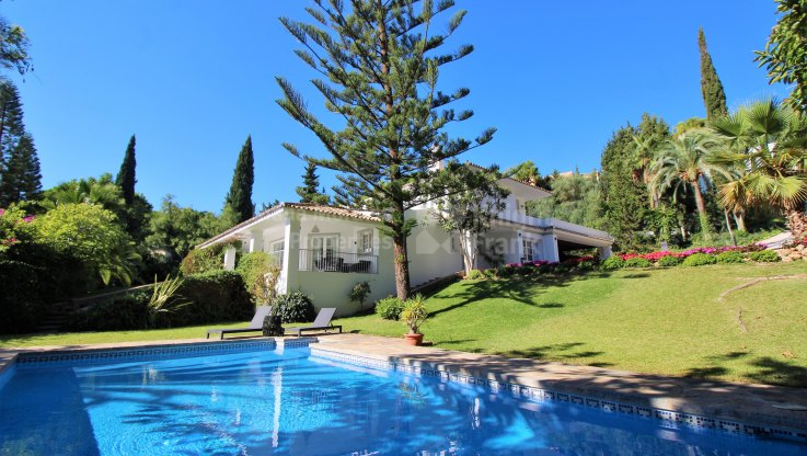 Cascada de Camojan, Charming Villa in Sought-after Location