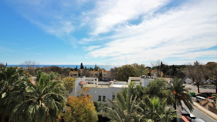 Marbella Golden Mile, Apartment with Sea Views in Marbella Real