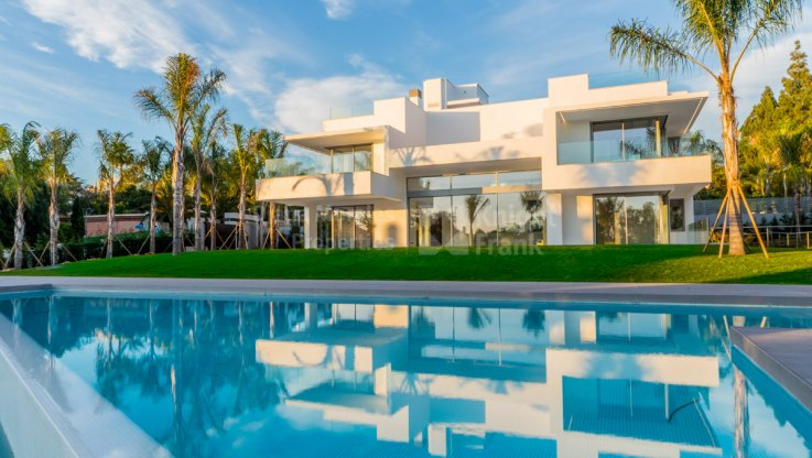 Beachside modern villa in Guadalmina Baja - Villa for sale in Guadalmina Baja, San Pedro de Alcantara