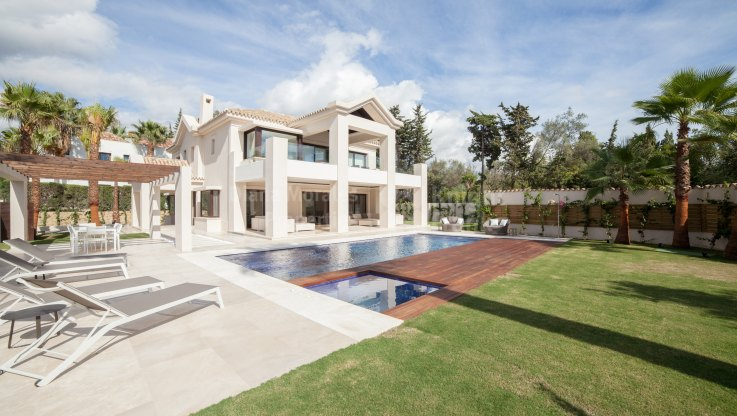 Marbella Golden Mile, Villa in Prestigious Gated Urbanization