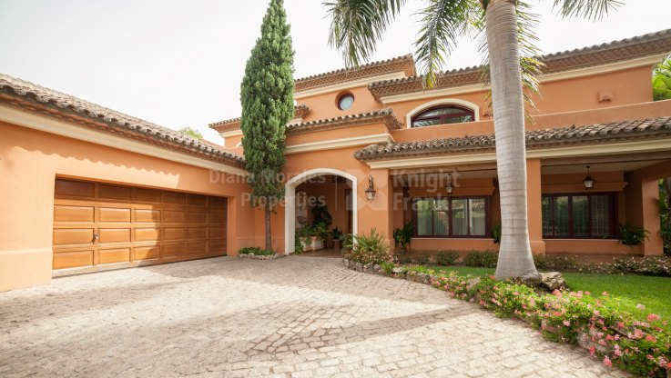 Graceful villa In prestigious setting - Villa for rent in Altos Reales, Marbella Golden Mile