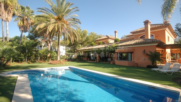 Altos Reales, Graceful villa In prestigious setting