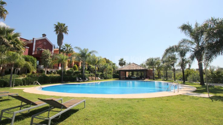 Marbella Golden Mile, Gracious villa with sea views