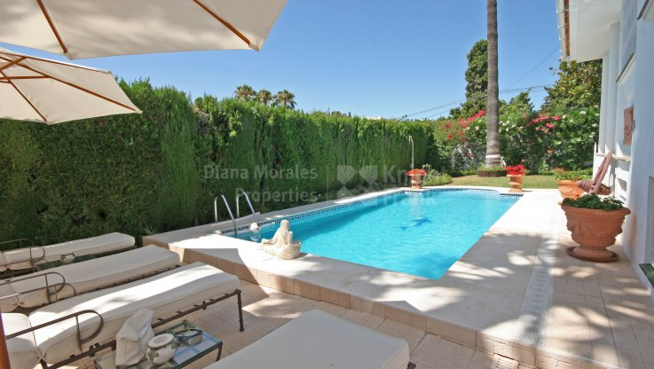 Impressive Residence for Casual Living - Villa for sale in El Pilar, Estepona