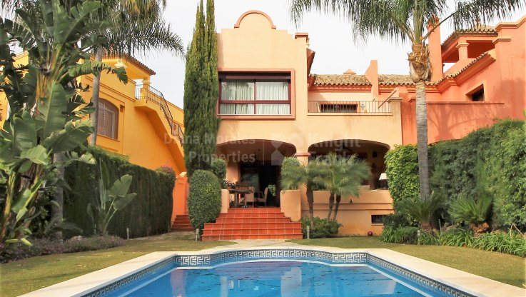 Nueva Andalucia, Unbeatable Location