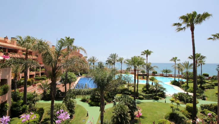 Marbella - Puerto Banus, Frontline beach two bedroom apartment