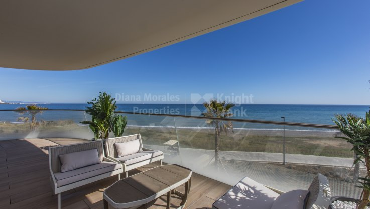Estepona Playa, New Beachfront First Floor Apartment in Estepona
