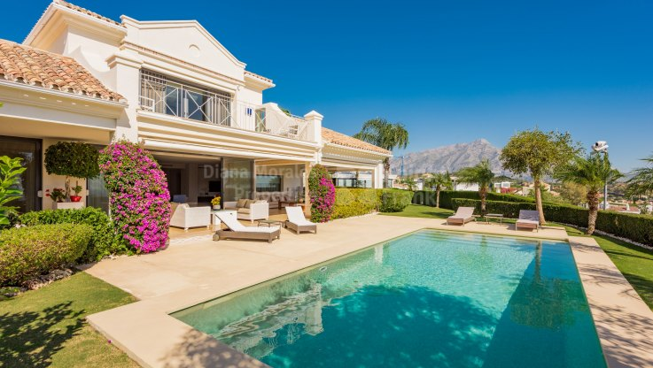 El Herrojo, Immaculate Villa within Gated Community