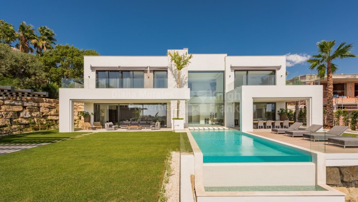 La Alqueria, Brand New Home with Modern and Elegant Design