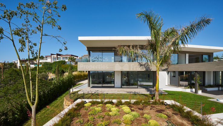 Brand new modern villa frontline golf in Los Flamingos, Benahavis - Villa for sale in Los Flamingos, Benahavis