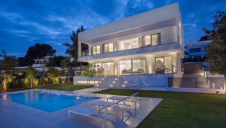 Estepona, Contemporary Brand New Villa