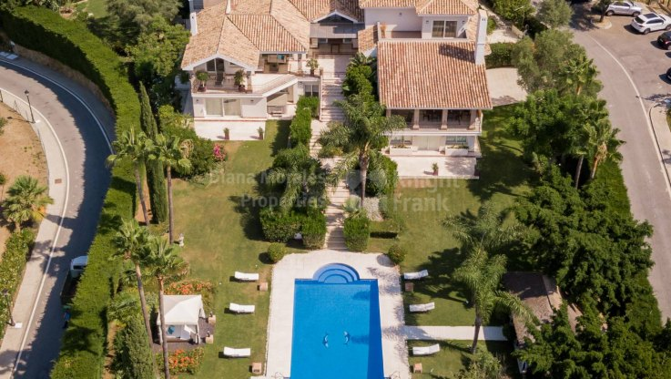 Outstanding home in prime address - Villa for sale in Cascada de Camojan, Marbella Golden Mile